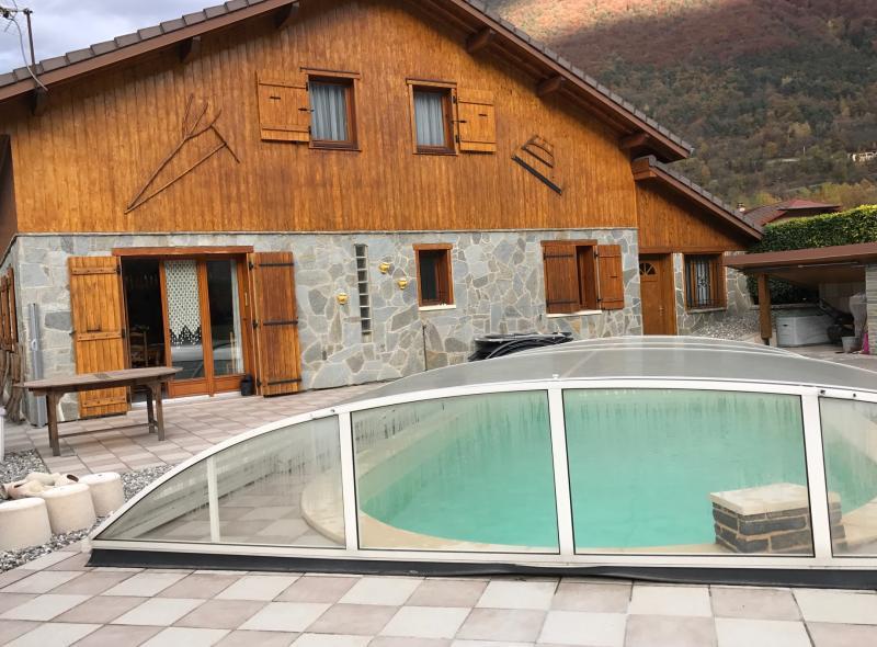 Grange amenager piscine immofavoris for Aigueblanche piscine