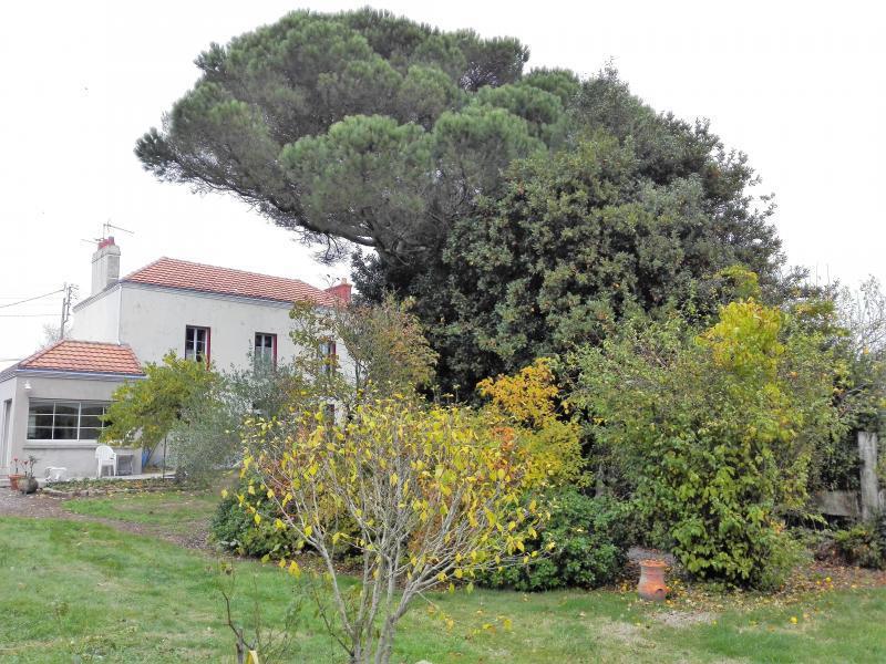 Escalier peint jardin immofavoris for Garage ad argenteuil