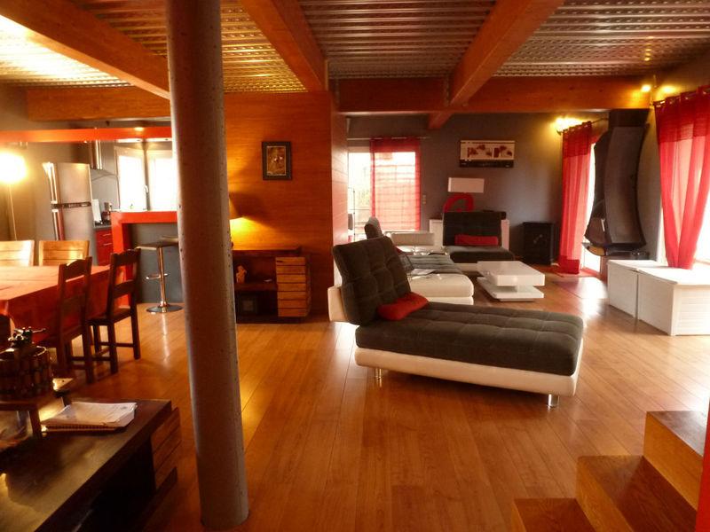 maison esprit loft piscine immofavoris. Black Bedroom Furniture Sets. Home Design Ideas