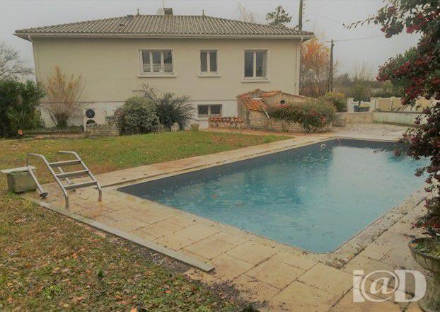 Maison surgeres piscine immofavoris for Abri piscine 10x5