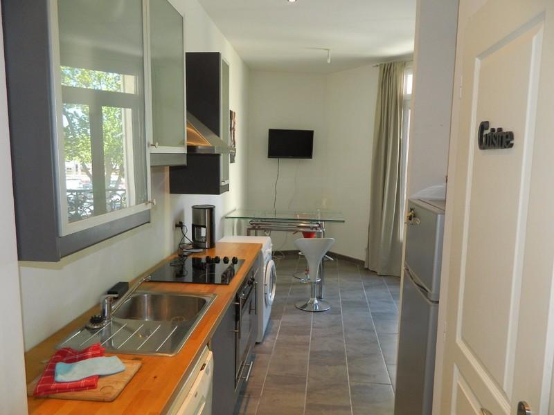 appartement t2 narbonne meuble renove immofavoris. Black Bedroom Furniture Sets. Home Design Ideas