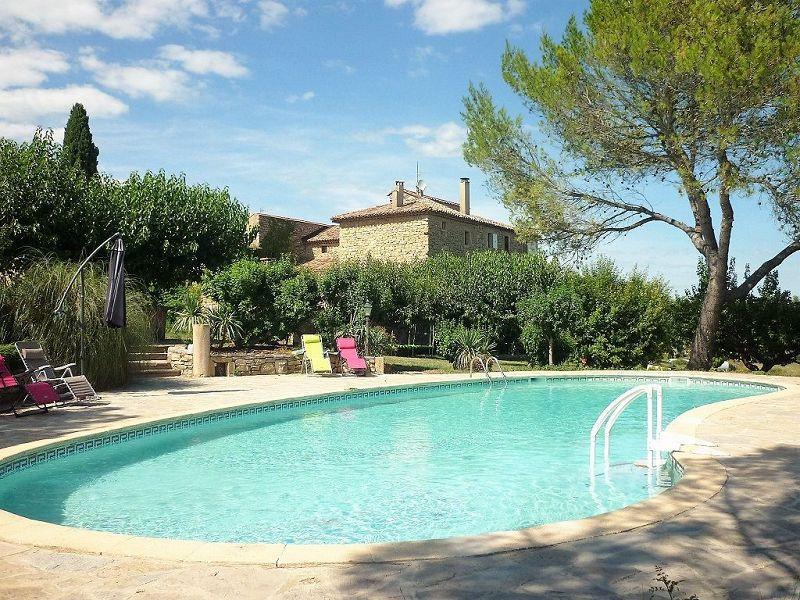 Hangar nimes piscine immofavoris for Piscine sevestre