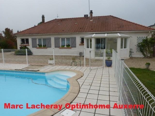 Maison auxerre piscine jardin immofavoris for Piscine auxerre