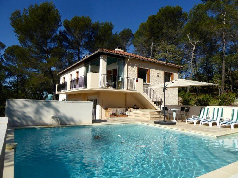 Vente maison pierrevert immofavoris for Piscine pierrevert