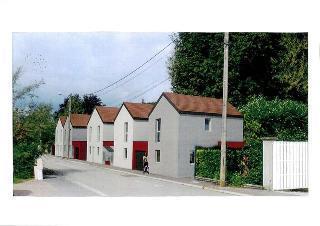 Maison contemporaine troyes immofavoris for Piscine chapelle saint luc