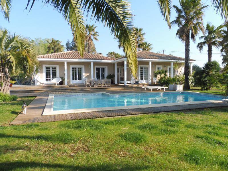 Maison charpente plein pied piscine immofavoris for Piscine xveme