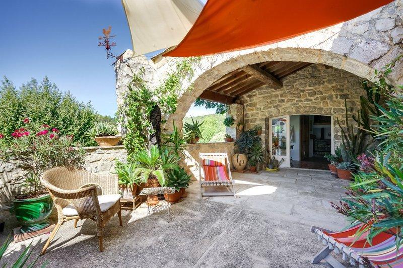 Maison atypique montpellier terrasse immofavoris for Terrasse atypique