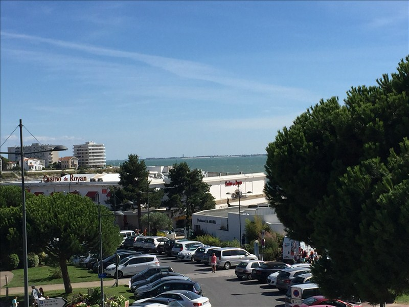 Appartement vue mer royan pontaillac immofavoris for Concession renault garage du chay royan