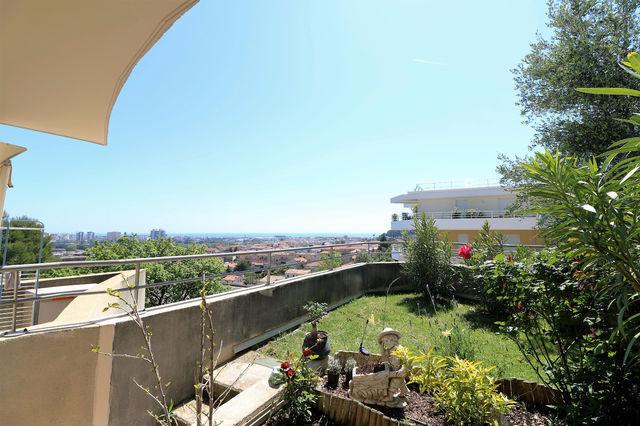 Appartement toit terrasse st laurent var immofavoris for Appartement toit terrasse 92