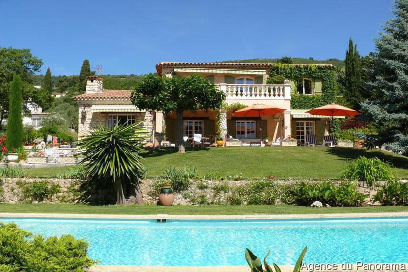 Plan maison terrain pente piscine immofavoris - Piscine sur terrain en pente ...