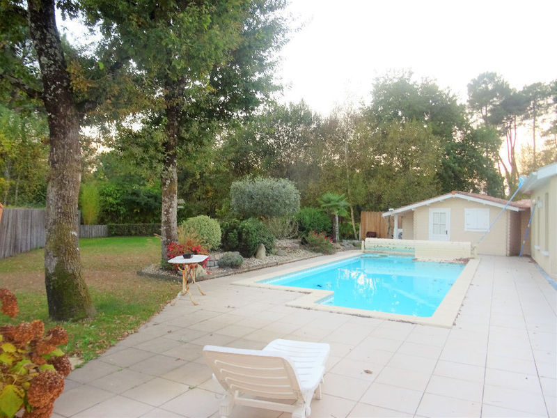 Maison pessac piscine golf immofavoris for Piscine talence