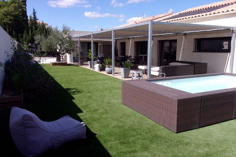 eclairage pergola terrasse piscine immofavoris. Black Bedroom Furniture Sets. Home Design Ideas