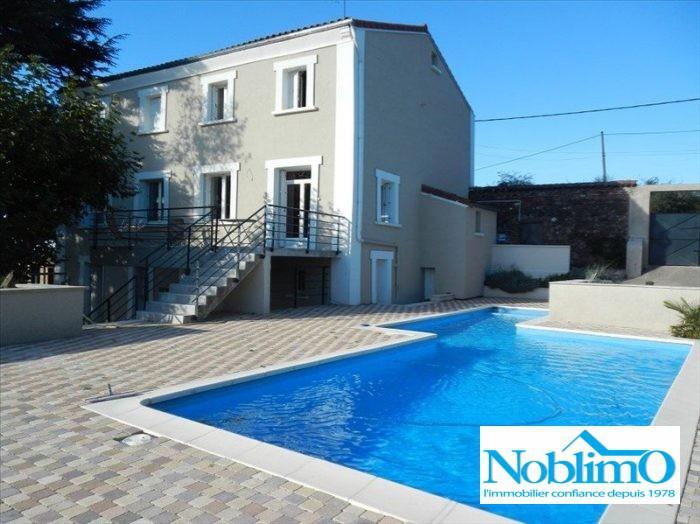Facade maison mur piscine immofavoris for Piscine dourdan