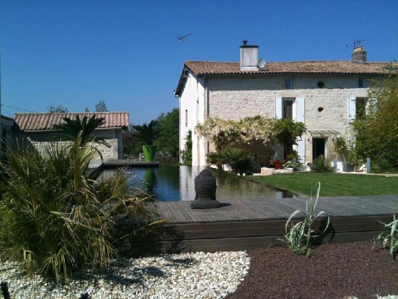 Niort jardin terrasse piscine immofavoris for Piscine desjoyaux niort
