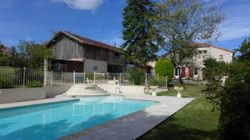 Acces valence piscine immofavoris for Baise dans la piscine
