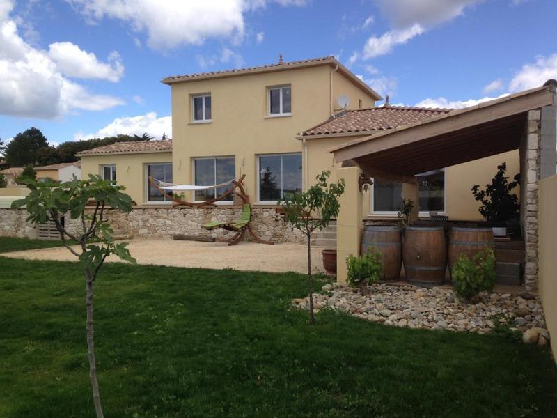 villa saint quentin garage jardin immofavoris. Black Bedroom Furniture Sets. Home Design Ideas