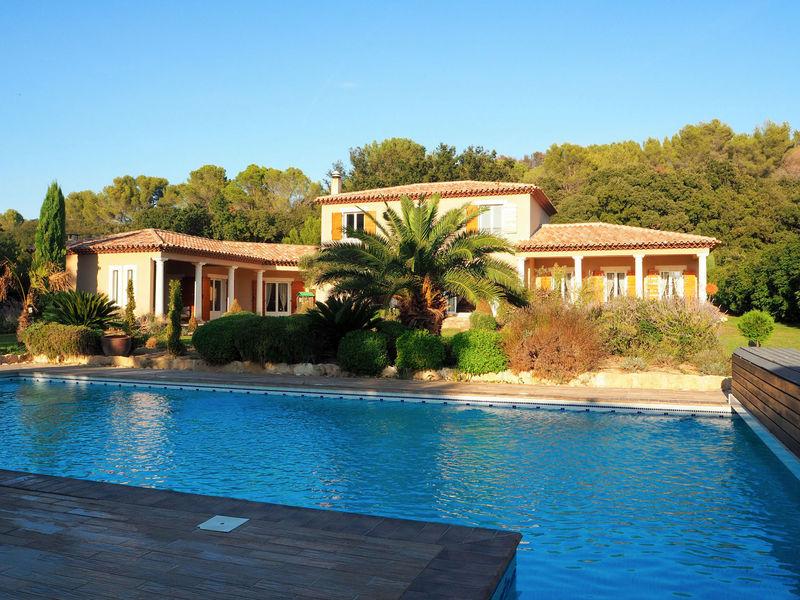Istres ville piscine immofavoris for Piscine istres