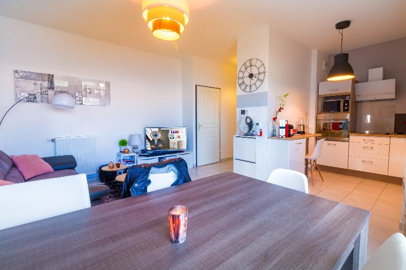 Appartement terrasse meyzieu immofavoris for Prix m2 meyzieu