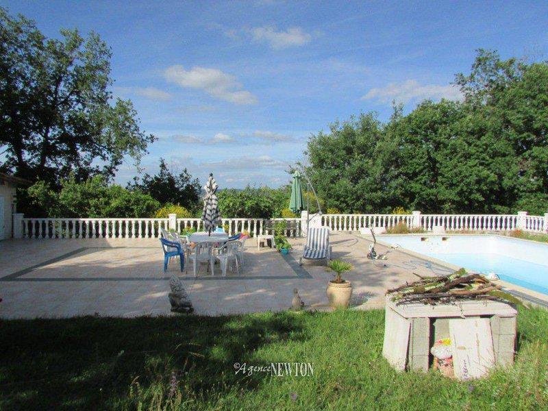 carrelage piscine toulouse terrasse immofavoris. Black Bedroom Furniture Sets. Home Design Ideas