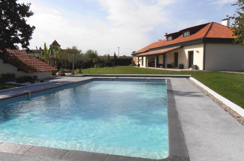 Blagnac 31 terrasse piscine immofavoris for Piscine blagnac