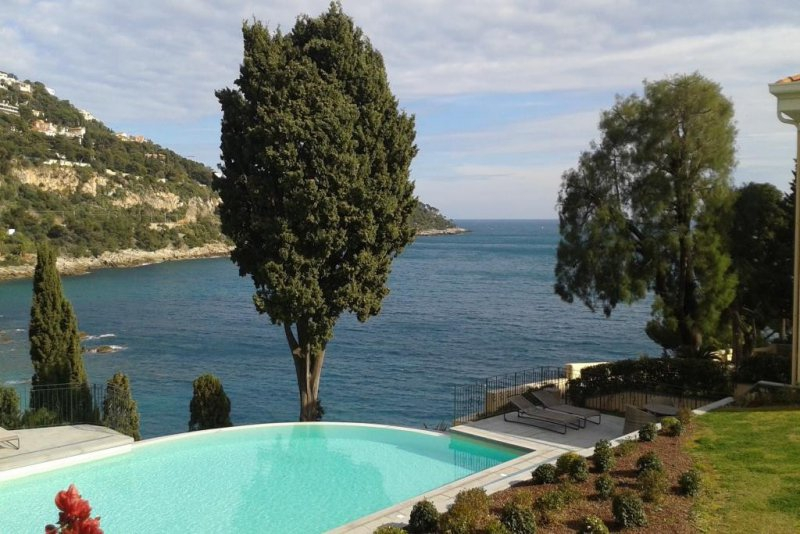 06 menton terrasse piscine immofavoris for Piscine 06190