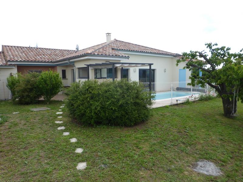 Maison condrieu piscine immofavoris for Garage volkswagen saint maurice l exil