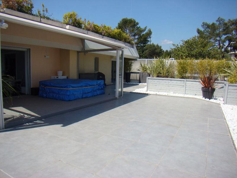 villa toit terrasse villeneuve loubet immofavoris. Black Bedroom Furniture Sets. Home Design Ideas