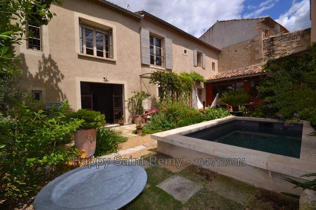 Carreaux ciment charme piscine immofavoris for Colle carreaux piscine